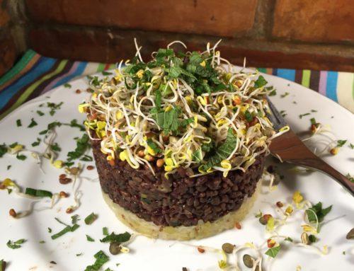Červená ryža s čiernou šošovicou na kyslej kapuste.