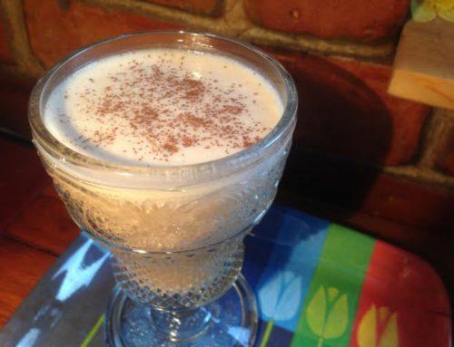 Teplý ranný proteínový nápoj